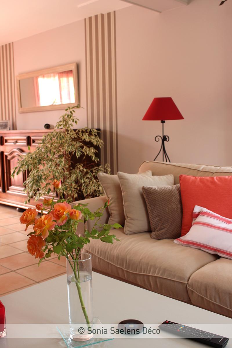 Aménager un salon dans un style campagne british en conservant des meubles rustiques