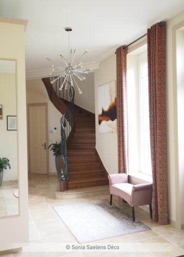 Aménager une grande entrée dans un style moderne